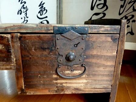 Mobilier japonais bunzukue keyaki galerie tao for Mobilier japonais