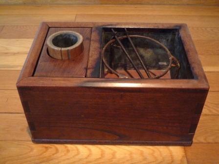 objet japonais petit hibachi keyaki galerie tao. Black Bedroom Furniture Sets. Home Design Ideas