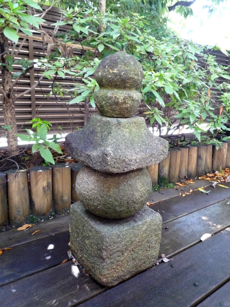 Stele pierre gorint galerie tao for Mobilier japonais traditionnel